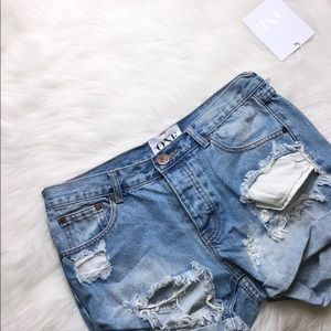 ONE TEASPOON DISTRESSED DENIM HIGHWAIST SHORTS 26